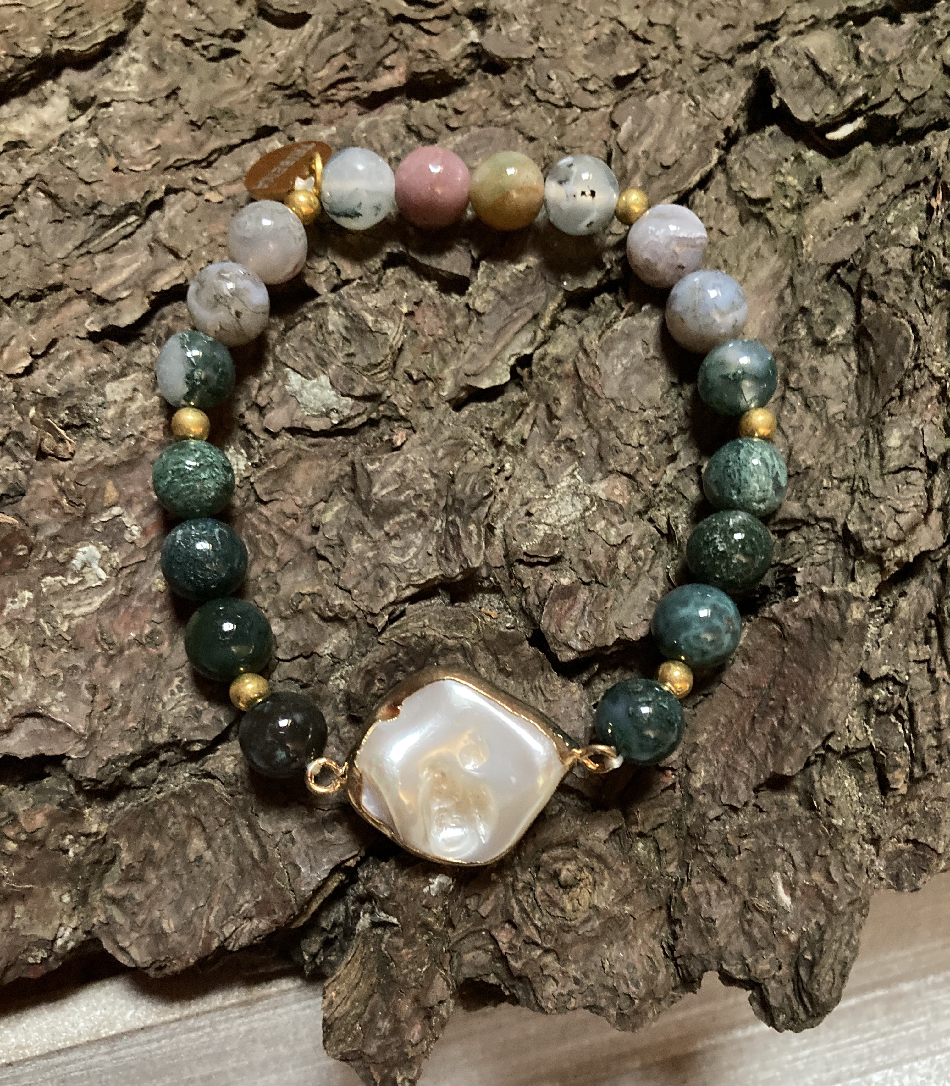 Pearls in natural Indian agate